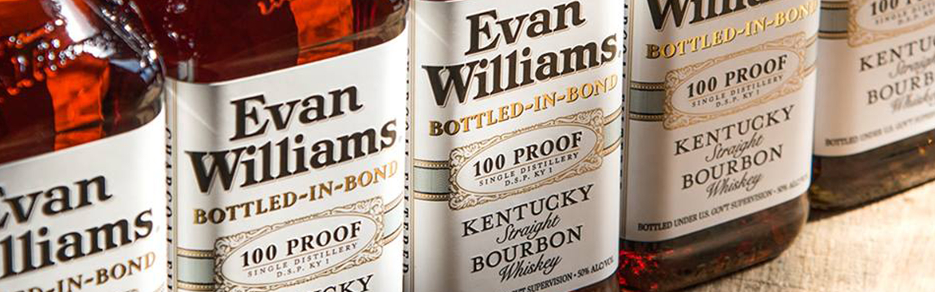 Evan Williams hyllade Bottled-in-Bond Bourbon Whiskey – nu i fast sortiment på Systembolaget.