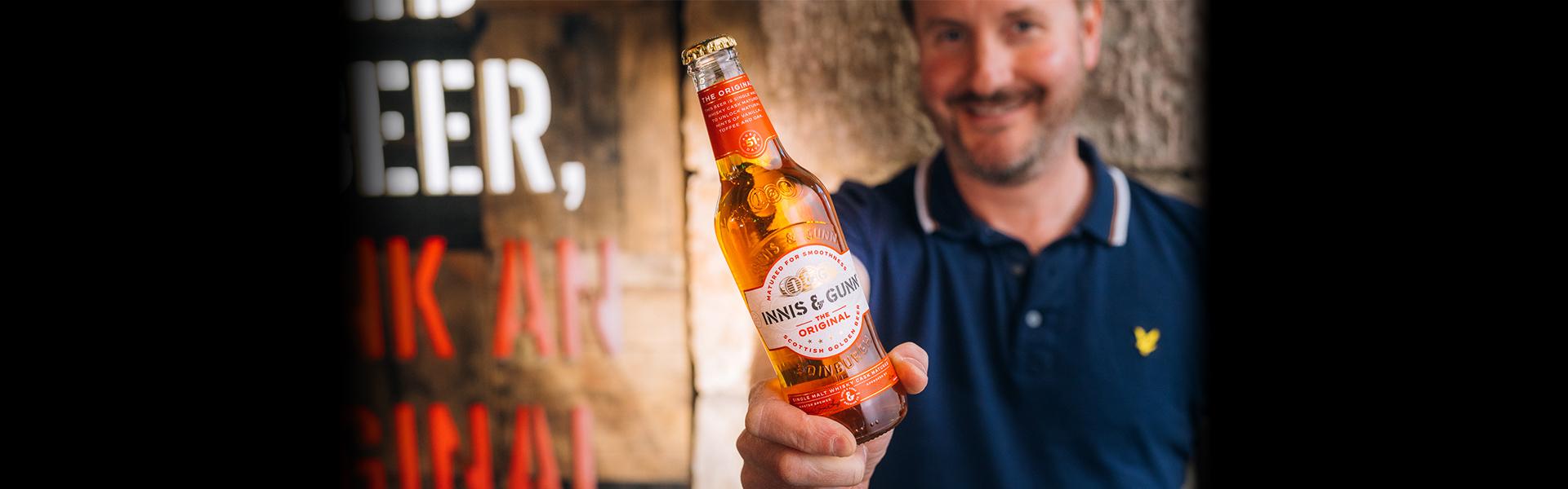 Innis & Gunn byter design – bryggeriets ikoniska klara flaska är tillbaka